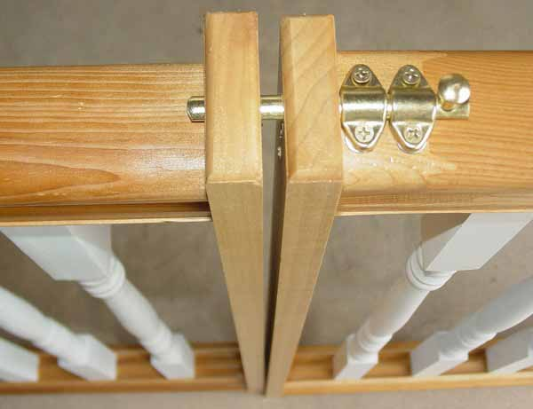Beadboard Style Dog And Baby Gate